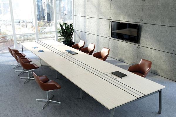 Văn phòng 60m2 sử dụng bàn họp lớn vừa làm việc nhóm vừa làm bàn họp