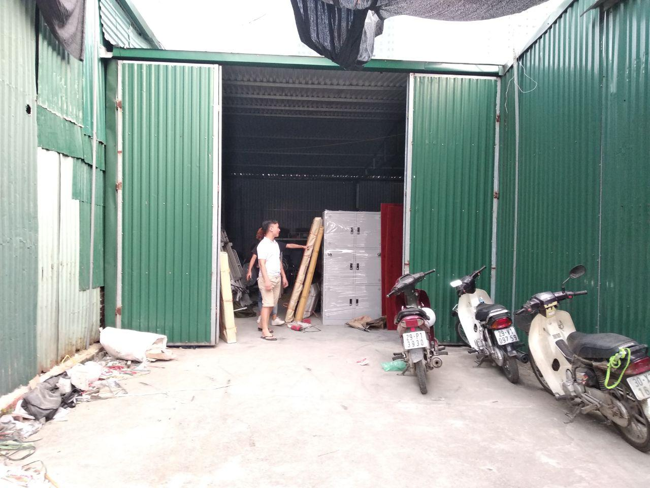 Khu vực kho hàng tại số 8 Dương Đình Nghệ