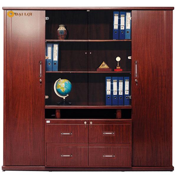 Tủ 4 cánh giám đốc thiết kế cùng với kệ trưng bày ở giữa vừa làm tủ tài liệu vừa làm kệ trưng bày, đây là mẫu tủ bán chạy tốt nhất