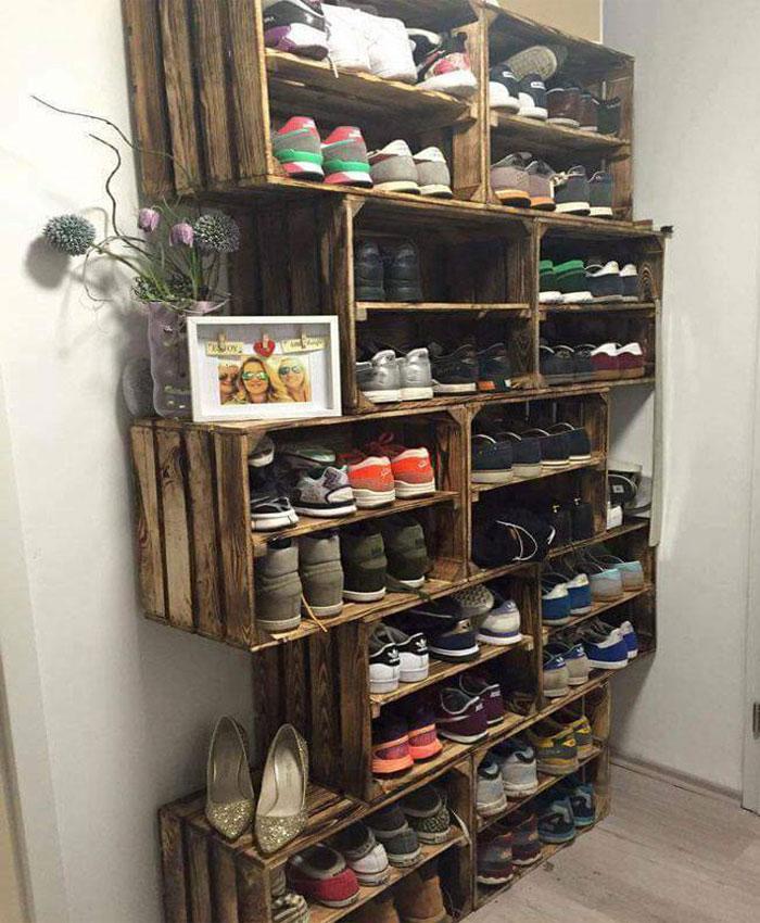 tủ giày thông minh sử dụng gỗ cũ làm nơi cất giày dép