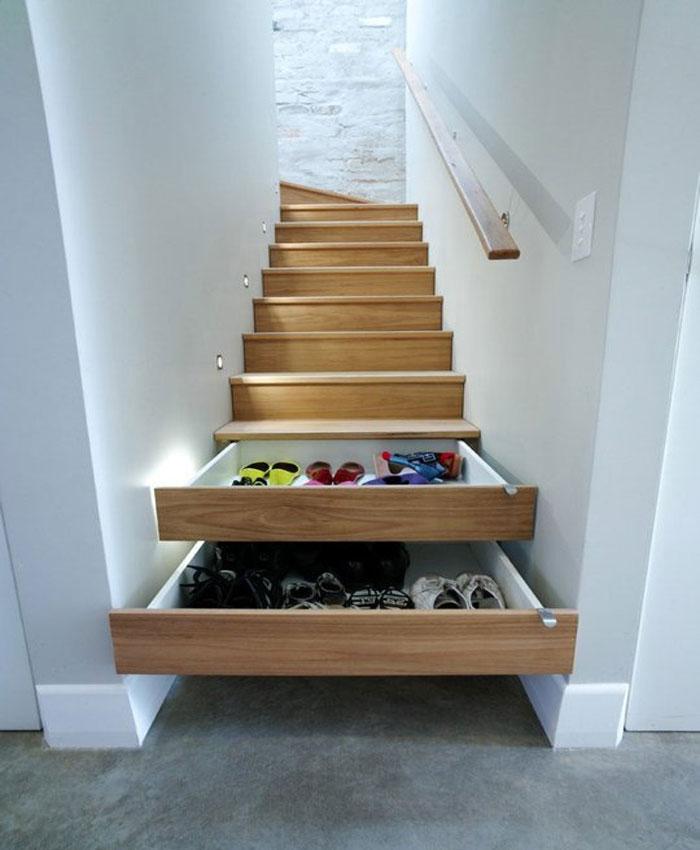 tủ giày dép thông minh sử dụng bậc thang nhà làm nơi cất giày dép