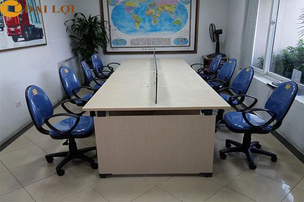 vách ngăn kính trong cho bàn làm việc nhóm