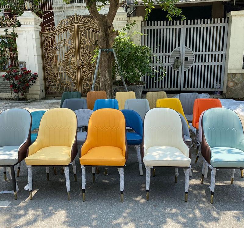 Ghế Monet có nhiều màu sắc khác nhau