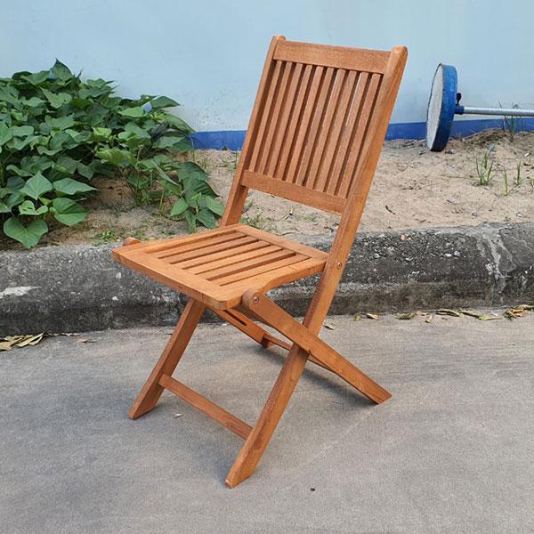 Ghế cafe gấp gọn gỗ tràm có khả năng chịu nắng mưa rất tốt