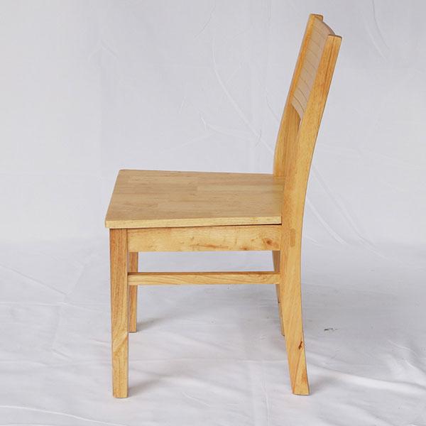 Ghế Cherry được làm hoàn toàn từ gỗ cao su thiên nhiên
