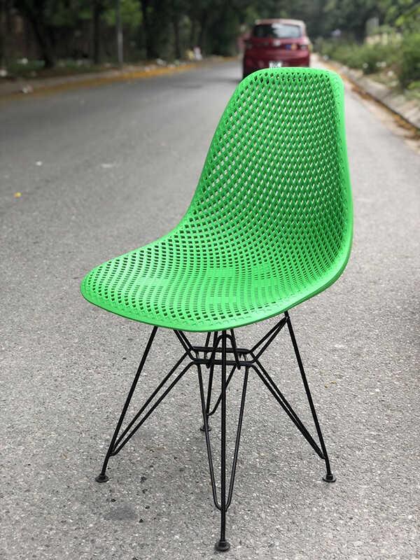 Phân lưng được tạo lỗ giúp ngồi lâu không bị nóng và chảy mồ hôi, Không bị đọng nước khi trời mưa