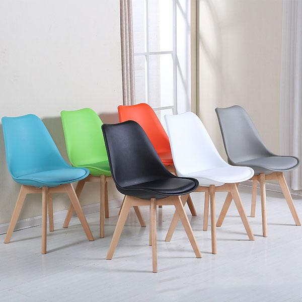 Ghế Eames đệm có rất nhiều màu sắc tha hồ cho khách hàng lựa chọn