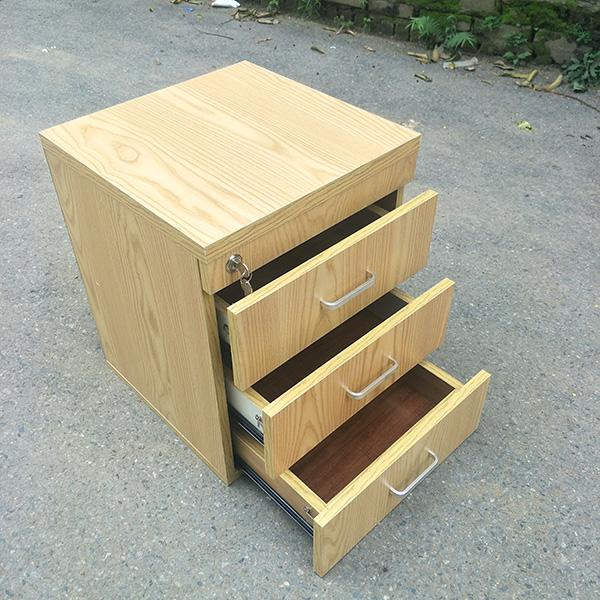 Hộc 3 ngăn di dộng có bánh xe di chuyển dễ dàng và thuận tiện