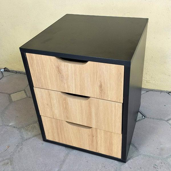 Có thể được dùng làm hộc tài liệu hoặc tủ đầu giường