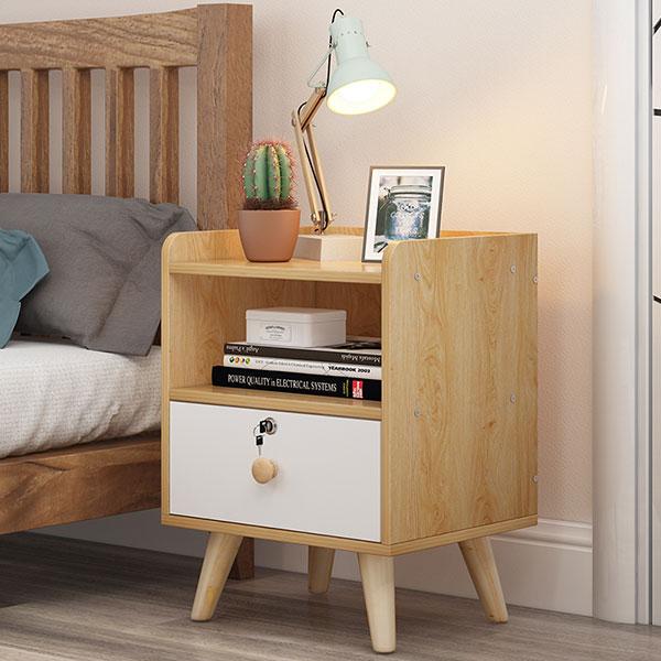 Tủ đầu giường được chia làm 2 ngăn một ngăn có khóa để vật dụng cá nhân