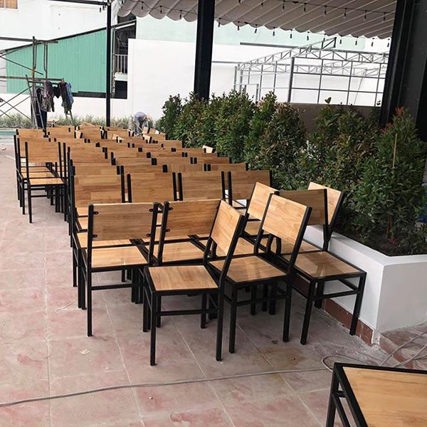 Chuyên gia công, sản xuất bàn ghế ăn, bàn ghế chân sắt theo yêu cầu
