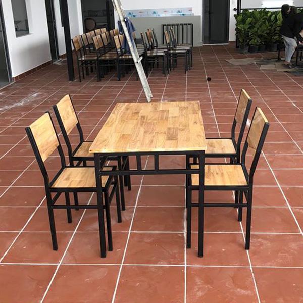 Bộ bàn ghế chân sắt dễ dàng kết hợp với nhiều không gian