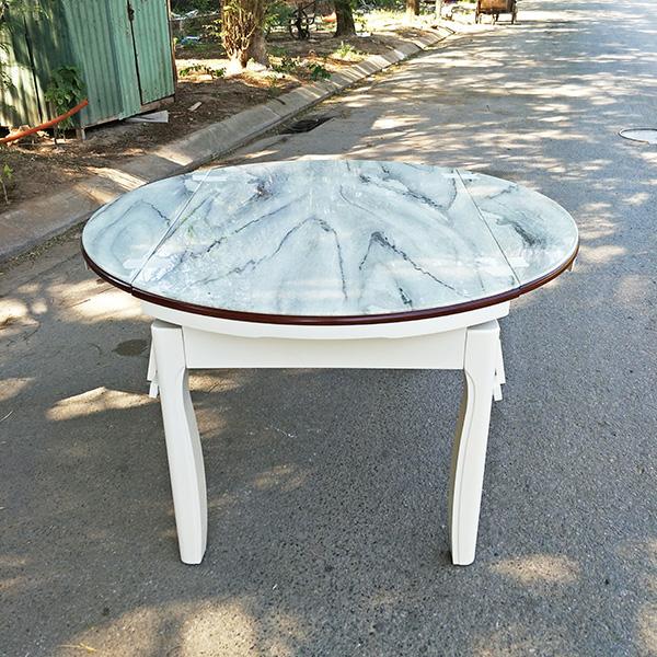 Mặt bàn được làm từ kính cường lực giả đá cực đẹp