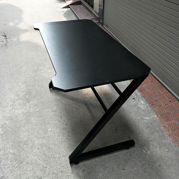 Mặt bàn được cắt CNC sắc nét đẳng cấp