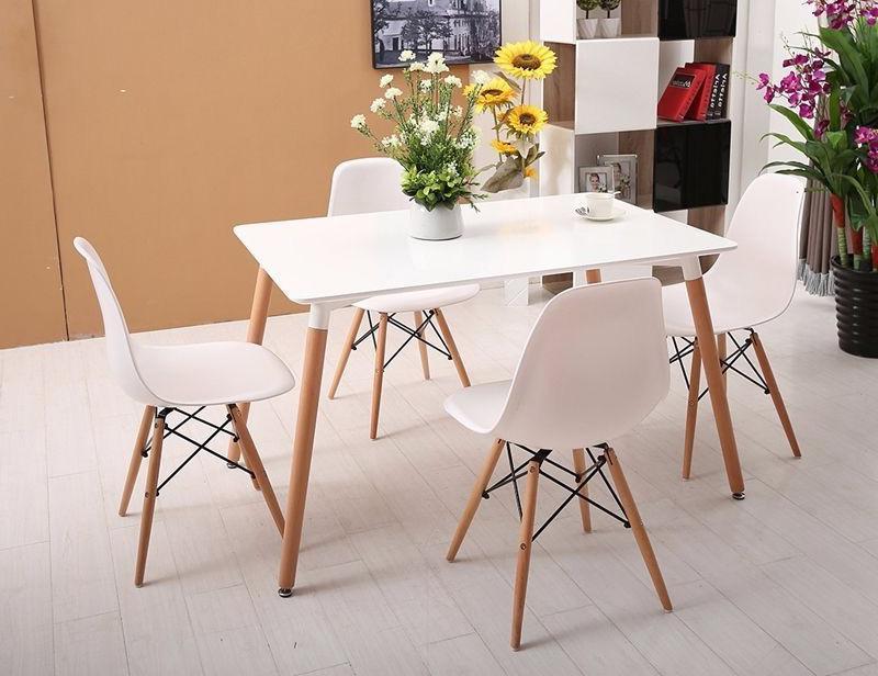 Bộ bàn ghế Eames màu trắng có thể đặt được ở phòng ăn, phòng khách