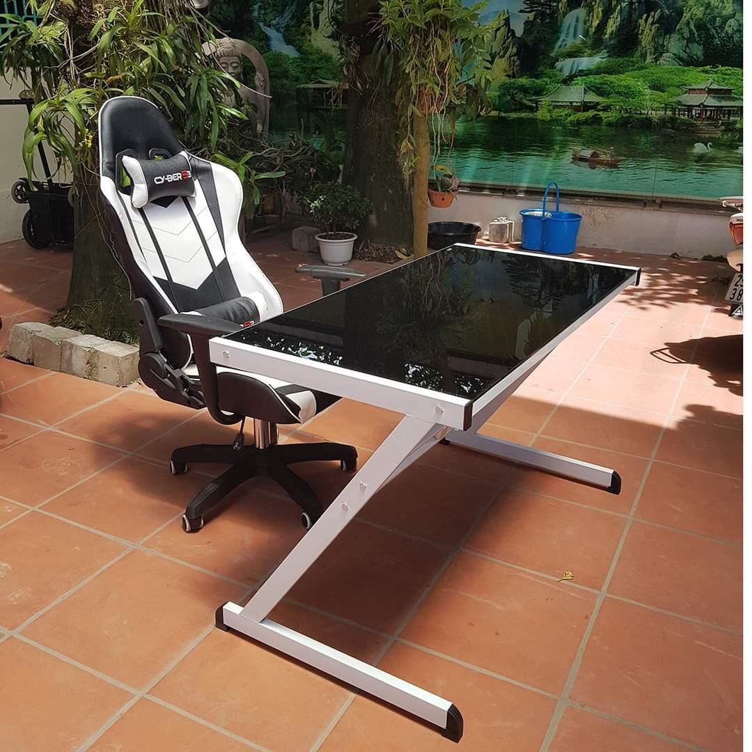 Bàn Gaming mặt kính cường lực White Black + ghế gaming Cyber S3
