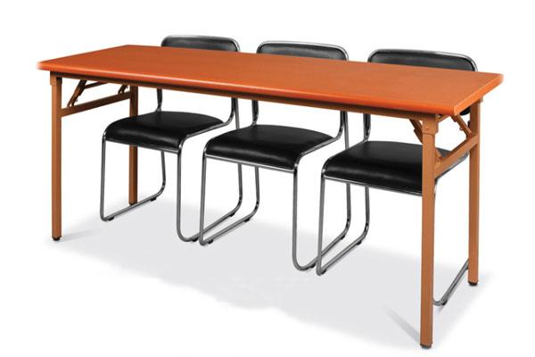 Ảnh thực tế sản phẩm bàn gấp gọn chân sắt DL02 màu đỏ kết hợp với ghế chân quỳ