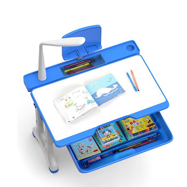 Ngoài ra bàn còn có chỗ để bút và dụng cụ học tập tiện lợi