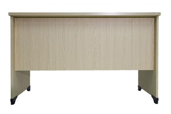 thiết kế mặt sau của bàn làm việc 1m2 là vách lửng