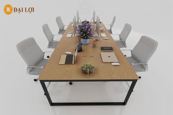 Bàn kết hợp với ghế xoay hiện đại tạo ấn tượng cho văn phòng