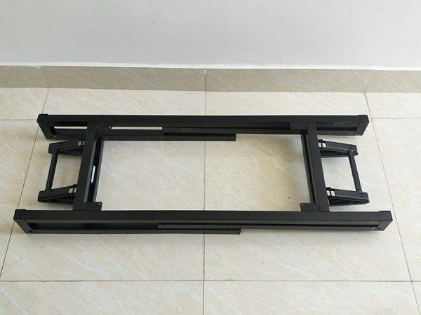 Chân bàn có thể gấp gọn tiện lợi cho việc vận chuyển và cất khi không sử dụng