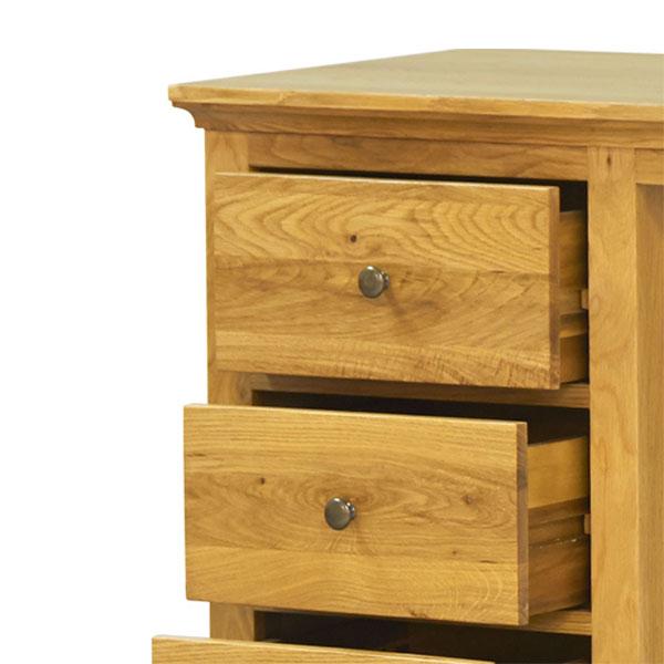 Ảnh chi tiết thiết kế ngăn kéo của bàn gỗ sồi, mầu gỗ giữ nguyên