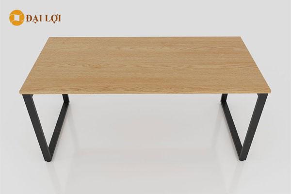 Bàn ngồi 4 người có thể sử dụng làm bàn họp hoặc bàn làm việc nhóm