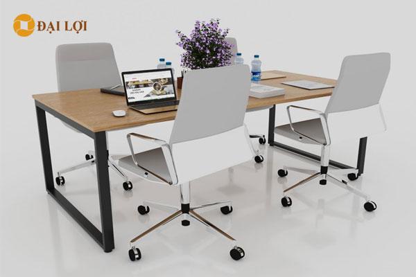 bàn thiết kế kết hợp với ghế xoay lưới hoặc ghế xoay nỉ da màu sáng tạo ấn tượng mạnh cho văn phòng