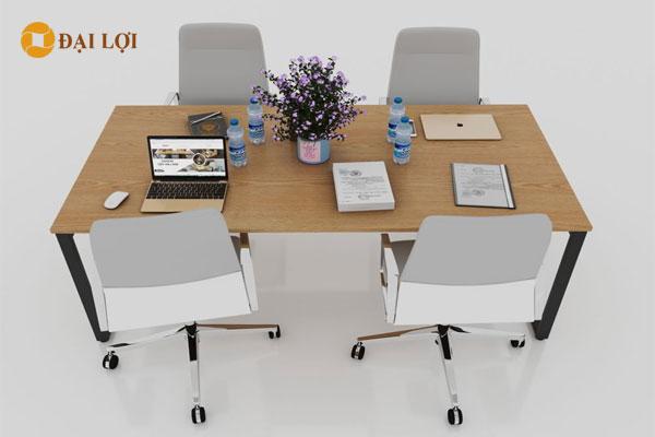 Chân bàn sắt sơn tĩnh điện kết hợp với mặt bàn màu vàng, ghế màu nâu hoặc xám tạo nổi bật cho căn phòng