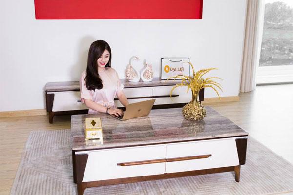 Bàn sofa đá chân gỗ dễ dàng kết hợp với không gian nội thất trong căn nhà của bạn