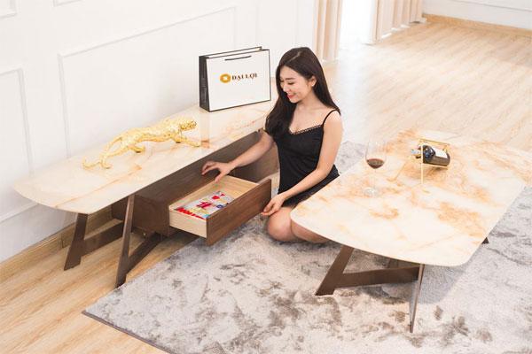 Bàn sofa đá chân gỗ sồi