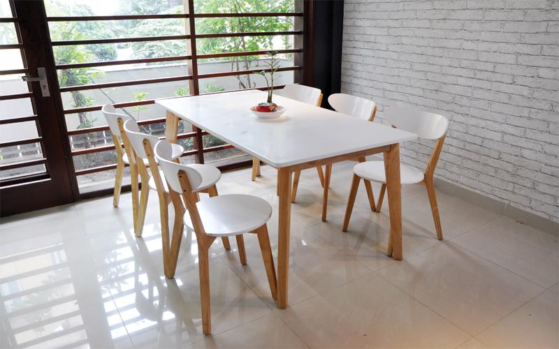 Bộ bàn ăn Moontrap thiết  kế sang trọng tinh khiết, vẻ đẹp tinh tế của bộ bàn ăn này làm nó có doanh số bán chạy thứ 2