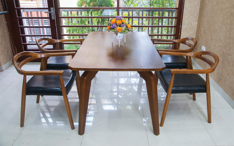 Mẫu số 6 - Bộ bàn ăn giá rẻ Dragon108 thiết kế 100% từ gỗ sồi tự nhiên
