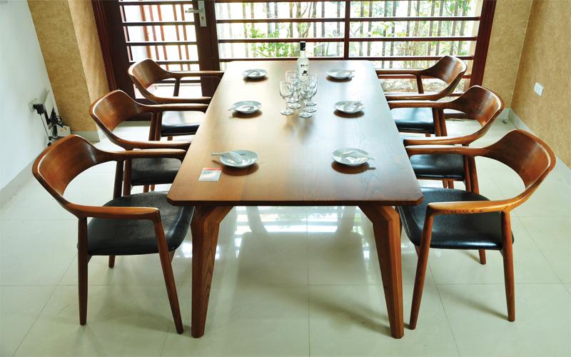 Mẫu số 7 - Bộ bàn ăn thiết kế phong cách Bắc Âu mang tên Phaha toát nên vẻ sang trọng