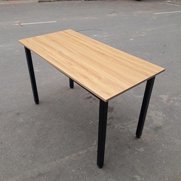 Xả tồn bàn làm việc chân sắt