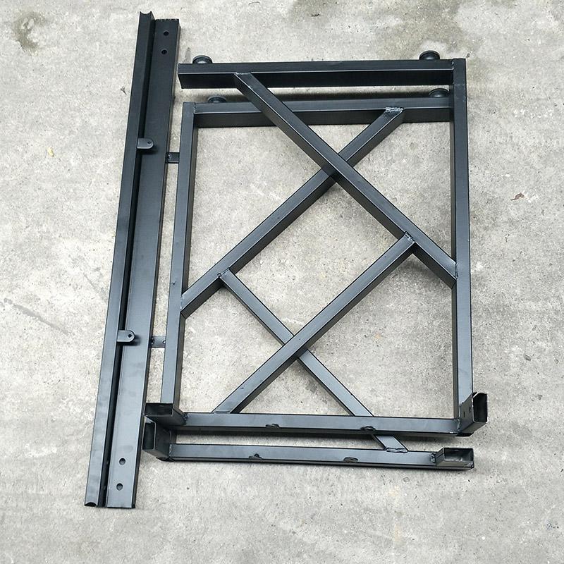 Chân bàn chữ K có thể tháo rời và lắp ghép bằng ốc vít rất gọn gàng