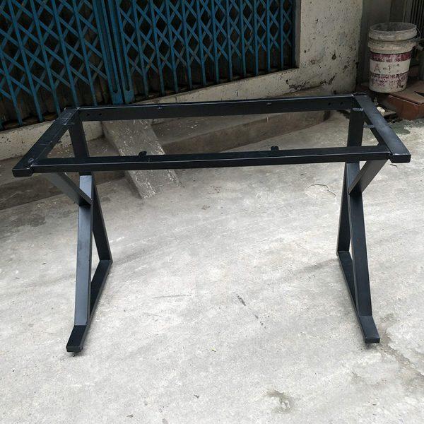 Chân bàn sắt chữ K sơn tĩnh điện