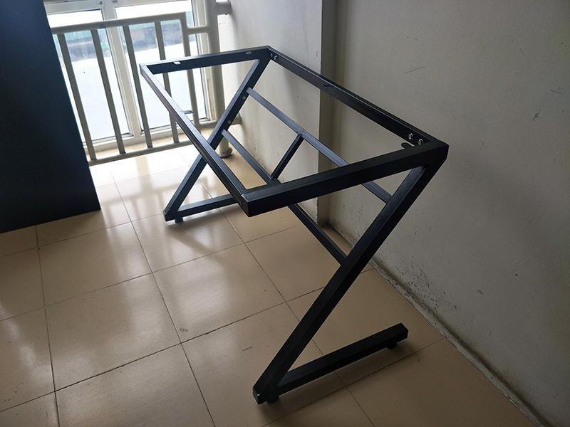 Chân bàn sắt chữ Z màu đen