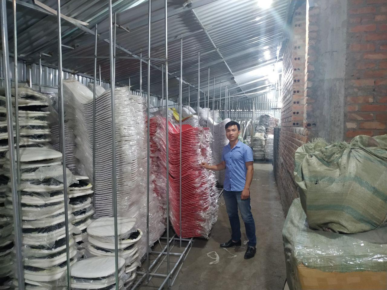 Cho thuê ghế Eames tại Hà Nội