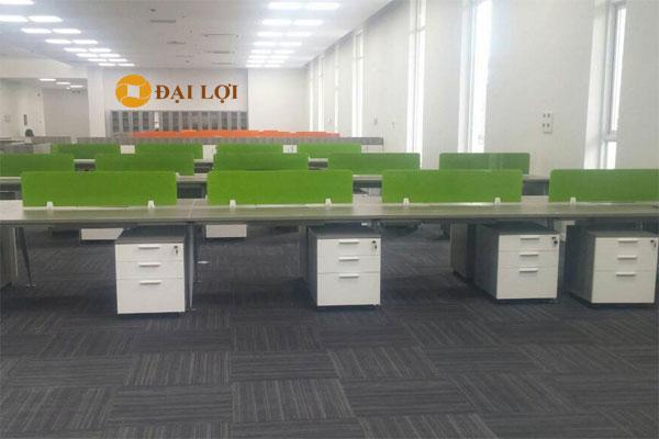 Ảnh thi công nội thất văn phòng trên 100 người rộng, nhận diện màu xanh