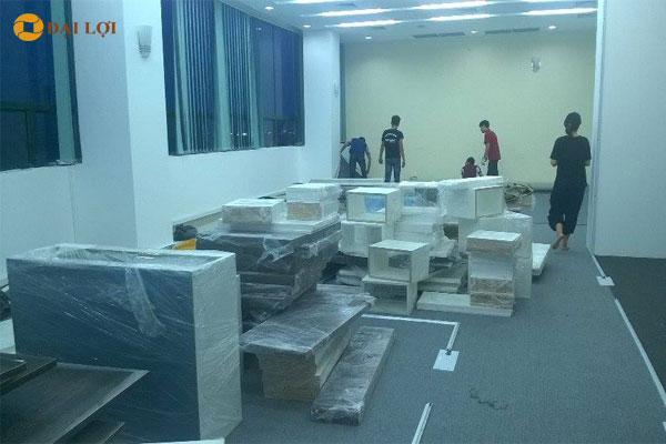 Nội thất được sản xuất sẵn đóng gói và chuyển đến địa điểm thi công lắp đặt
