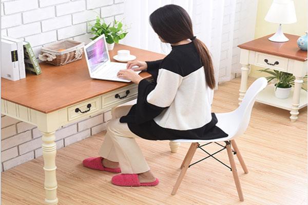 Ứng dụng ghế Eames vào bàn làm việc