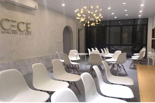 Lắp ghế Eames cho Spa chăm sóc sắc đẹp Tại Hà Nội. Ghế sử dụng làm bàn tư vấn và khách ngồi đợi