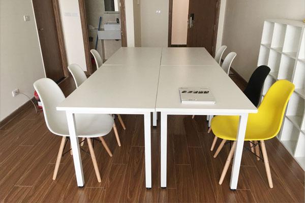 Ảnh thực tế lắp Ghế Eames dùng làm bàn làm việc cho công ty Biển Bạc Bắc Giang