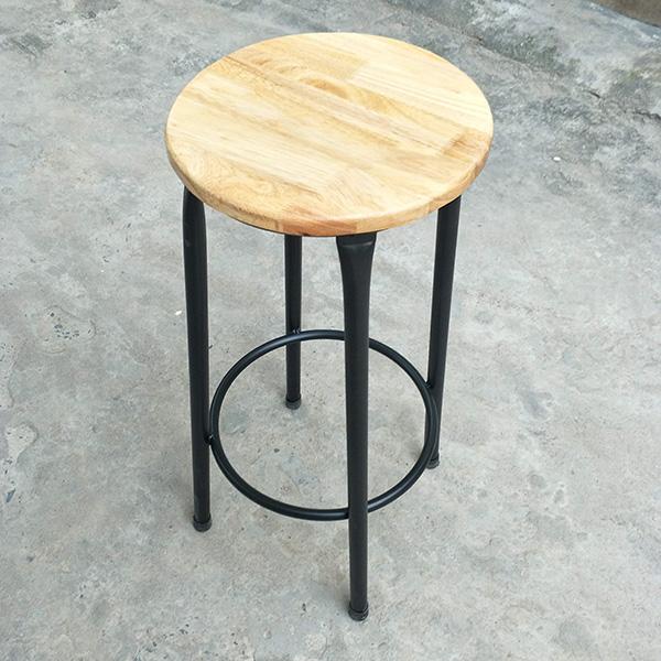 Vòng tròn dưới chân Ghế bar có chức năng gác chân và tăng độ liên kết giữa các chân sắt với nhau