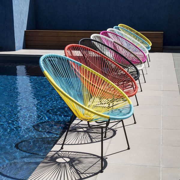 Ghế Acapulco làm ghế thư giãn tại bể bơi ngoài trời