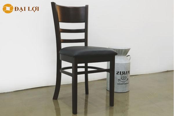 Ghế moster màu đen huyền bí dành cho những khách tín đồ yêu thích màu đen