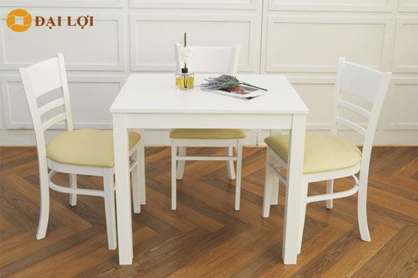 Kết hợp giữa ghế ăn và bàn ăn màu trắng
