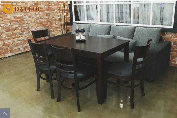 Bộ bàn ghế ăn mostar đen cao cấp, quý khách hàng có thể tìm hiểu giá bộ bàn ăn mostar tại link sau: