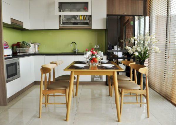 Bộ bàn ăn 4 ghế hiện đại Lunar màu vàng gỗ tự nhiên